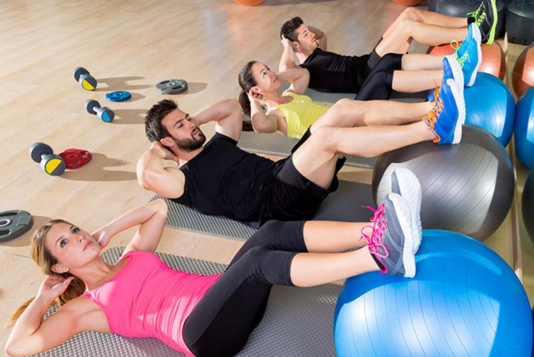 Qué es y para qué sirve el fitball de Pilates