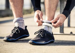 El sensor, en forma de brazalete, se coloca en el calcetín y mide y transmite los datos vía Bluetooth.