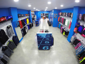 """Atmósfera Sport Navarro Sport ha registrado, según su propietario, """"una acogida muy buena, mejor, incluso, de lo que esperaba. A la gente le gusta la tienda, entra y compra""""."""
