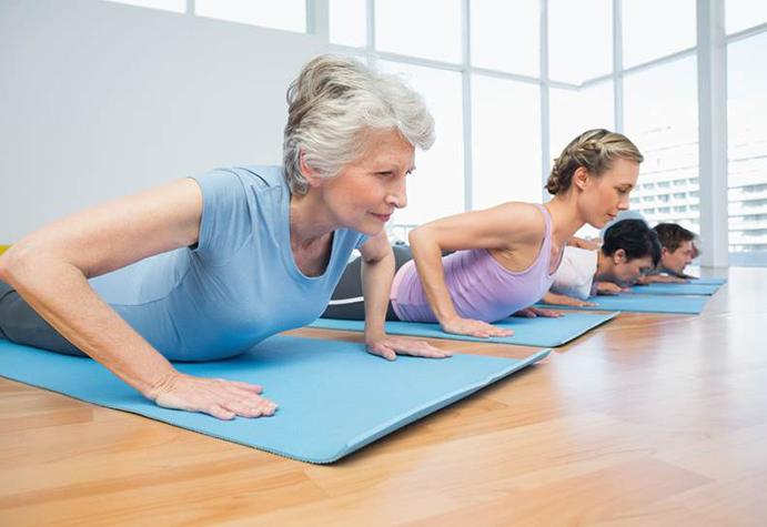 El Pilates beneficia a las mujeres mayores con dolor de espalda