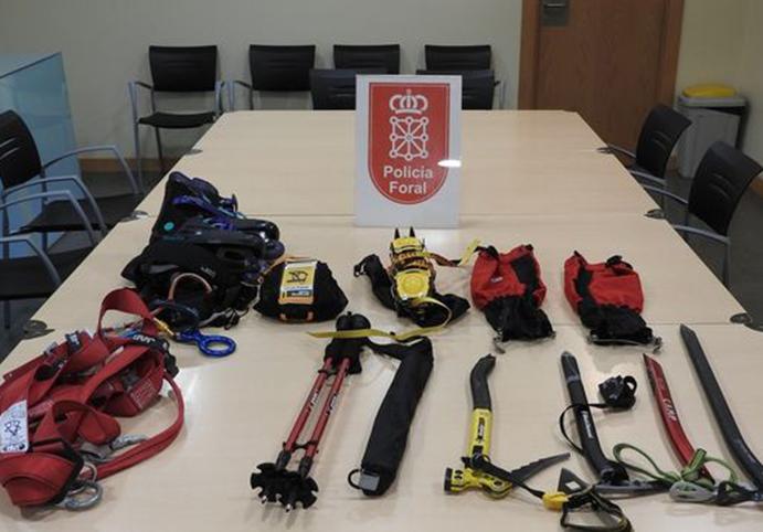 Dos detenidos por robar bicicletas y material de montaña en trasteros
