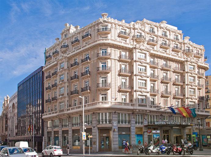 La nueva tienda que abrirá Adidas en abril se situará en el número 21 de la  Gran Via de Madrid. (Fotio  Street View). 0fb0660aaf836