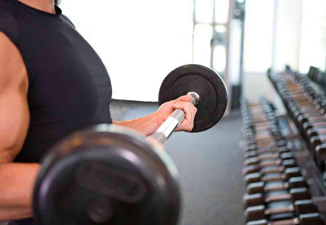 Cómo prevenir lesiones de espalda a la hora de levantar peso