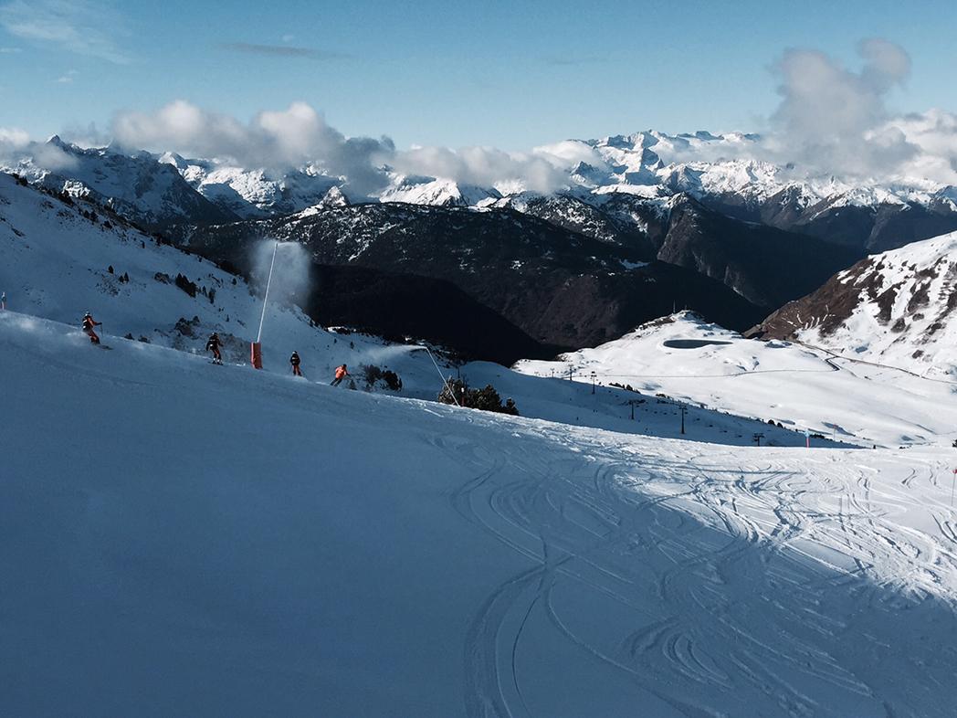 Tiendas de esquí dicen que el frío llega tarde para salvar la temporada blanca