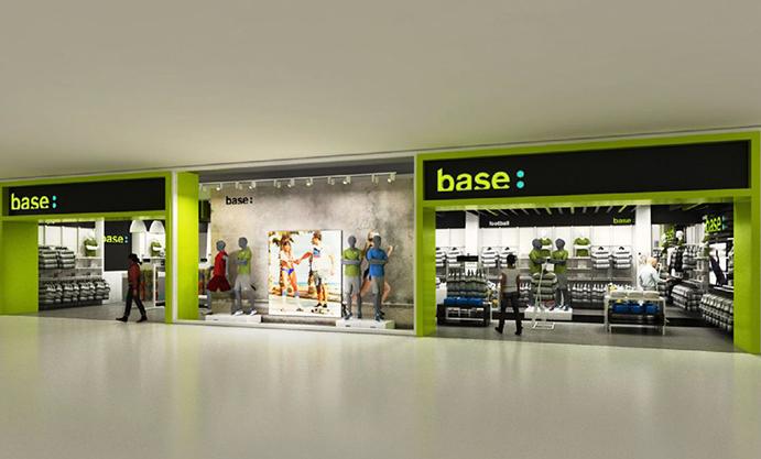 Primera tienda Base en un aeropuerto español