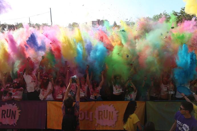 La Holi Run llena Getafe de color con 10.000 holirunners