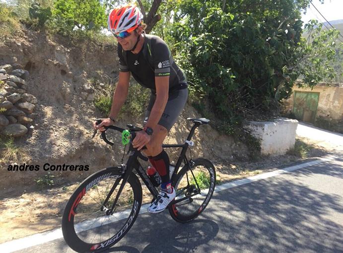 Ricardo Abad sube al podio del primer triatlón 'ultra man' de España