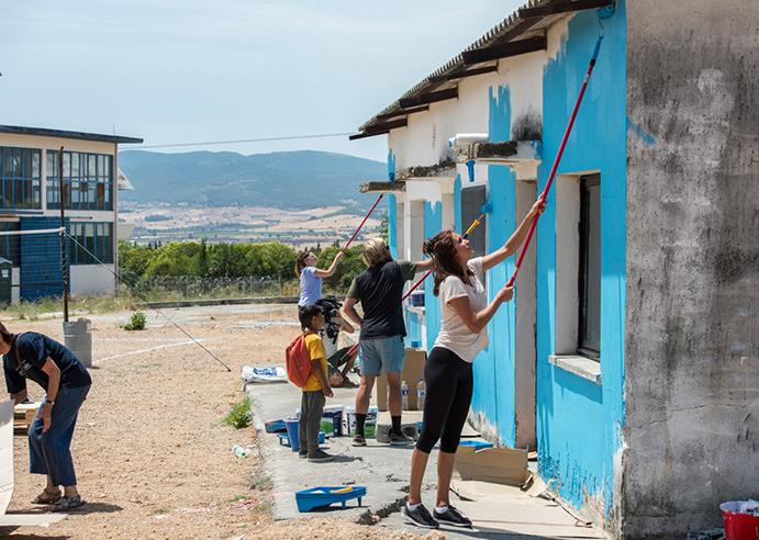 Reef colabora en un proyecto educativo en un campo de refugiados de Grecia