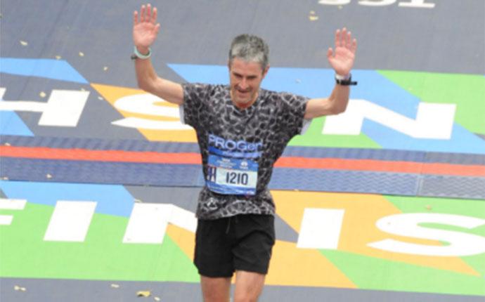 Martin Fiz engranda su leyenda en el maratón de Berlín