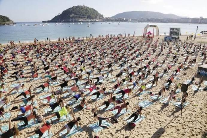 El Roxy Fitness Tour 2016 llega a la playa de Tarifa