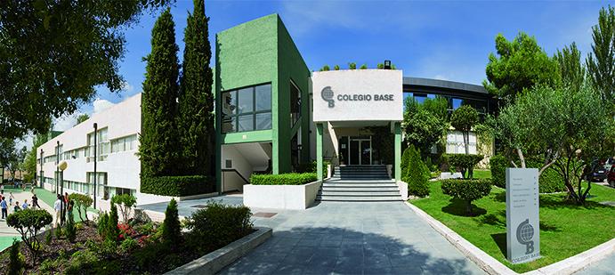El Colegio Base fue fundado en 1962 por un grupo de jóvenes universitarios bajo la inspiración de las líneas pedagógicas de la Institución Libre de Enseñanza, comprometida con la renovación educativa, cultural y social desde 1876 y cauce en aquel momento para la introducción en España de las más avanzadas teorías pedagógicas y científicas.