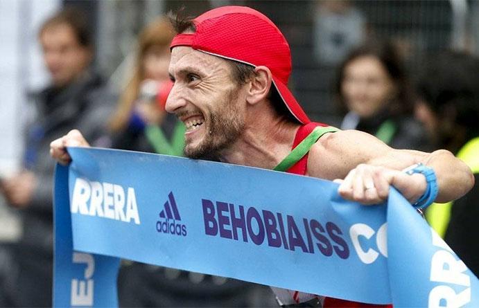 Carles Castillejo repite victoria en la Behobia-San Sebastián