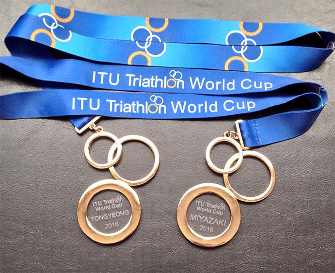 uxio-abuin-medallas copa mundo triatlón