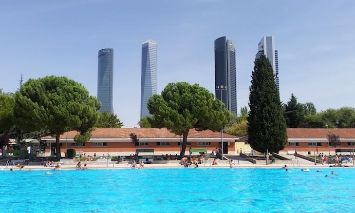 Madrid incrementa los descuentos y bonificaciones en los for Piscina municipal mostoles