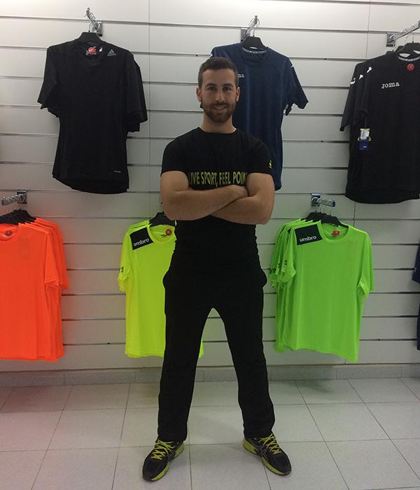 Axel Morales debuta en el mundo del comercio al menor con la apertura de su primera tienda de deportes en la localidad de Zafra.