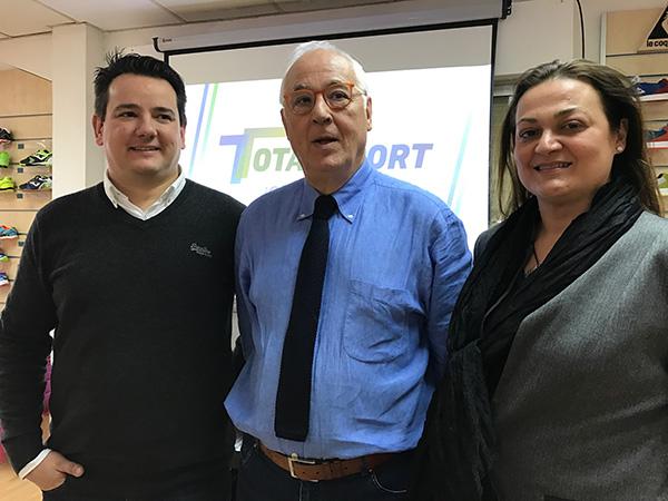 CÚPULA DIRECTIVA. Al frente de Totalsport figuran el fundador y presidente de la organización, Carlos Murillo (en el centro); la directora financiera, Cristina Murillo; y el director de marketing y nuevo estratega del colectivo, Guillén Murillo.