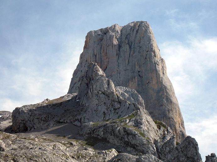 Un escalador tendrá que pagar 6.000 euros por ser rescatado en el Urriellu