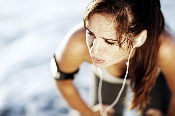 Tres señales de que nos estamos pasando con el ejercicio