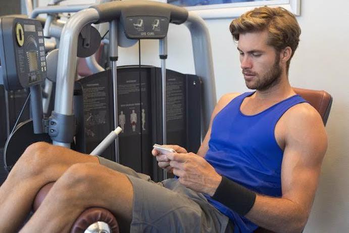 El peligro de usar el móvil durante el entrenamiento