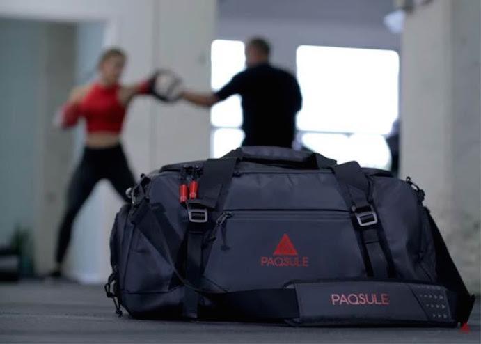 Lanzan una bolsa de deporte que limpia la ropa de su interior