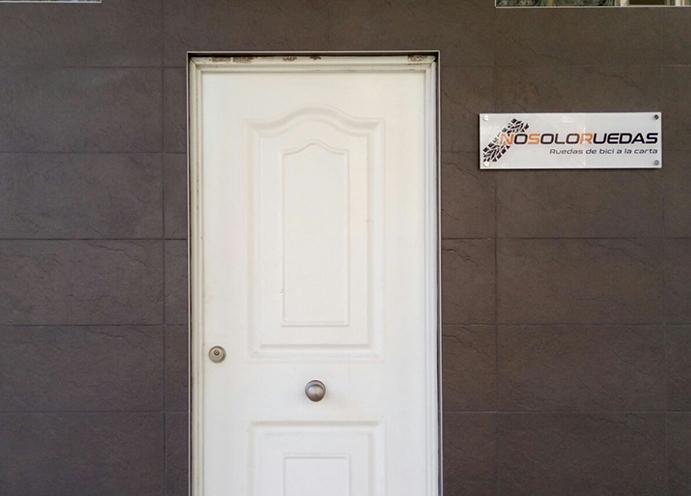 La web Nosoloruedas abre una sede física en Zaragoza