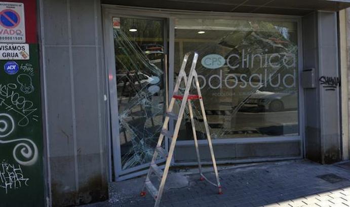 Una banda asalta una clínica de fisioterapia mediante alunizaje
