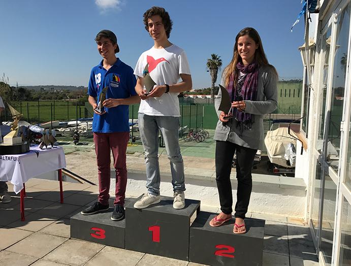 VENCEDORES DE SEGUNDA. pep Sánchez-Runde vencedor de la Copa Catalana en segunda categoría, mientras que Estrella Martínez, quedó segunda y Jan Esteba, tercero.