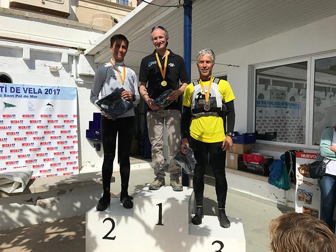CAMPEÓN DE CATALUÑA 2017 DE SEGUNDA CATEGORÍA. Jordi Padrell, en lo alto del podio del Campeonato de Cataluña de segunda categoría 2017, junto al subcampeón, Jan Esteva, y el tercer clasificado, Marc Serra.
