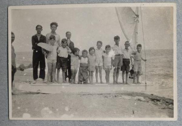 Llegada del primer patin a vela a Sant Pol de Mar
