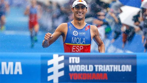 Mario Mola se hace con el liderazgo del Mundial de Triatlón