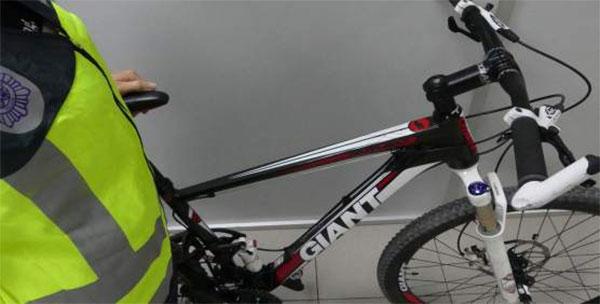 Roba una bicicleta de triatlón de 4.000 euros y la vende por 450 euros