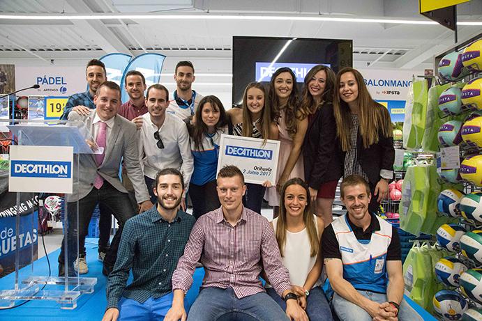Decathlon Orihuela cuenta con un equipo de veinte empleados dirigidos por Lara Durbá.