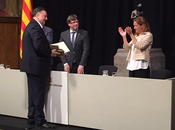 La Generalitat reconoce la aportación al asociacionismo comercial de Benito García