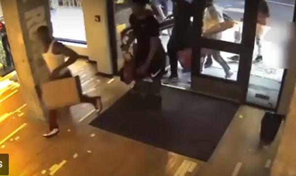 Una tienda Nike Running, víctima de la moda de 'robos piraña'