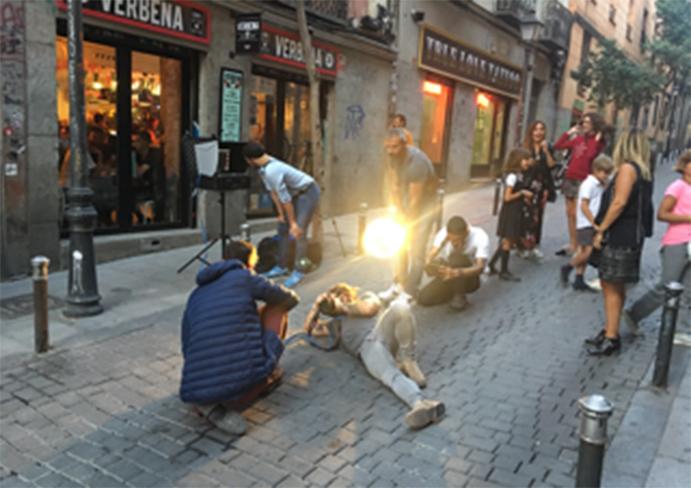 Izas Outdoor realiza una campaña publicitaria con prendas urban en las calles de Madrid
