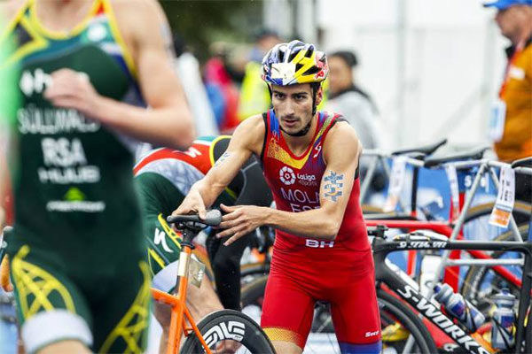 Mario Mola revalida el título de campeón del mundo