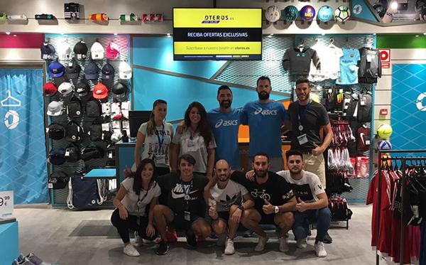 La tienda del centro comercial Ribera del Xuquer de Carcaixen cuenta con un nutrido equipo de vendedores, dispuestos a asesorar al consumidor en aquellos productos que demande.