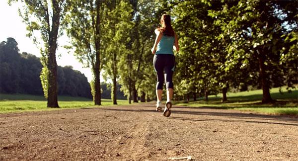Alertan a mujeres de no practicar running solas en Alemania