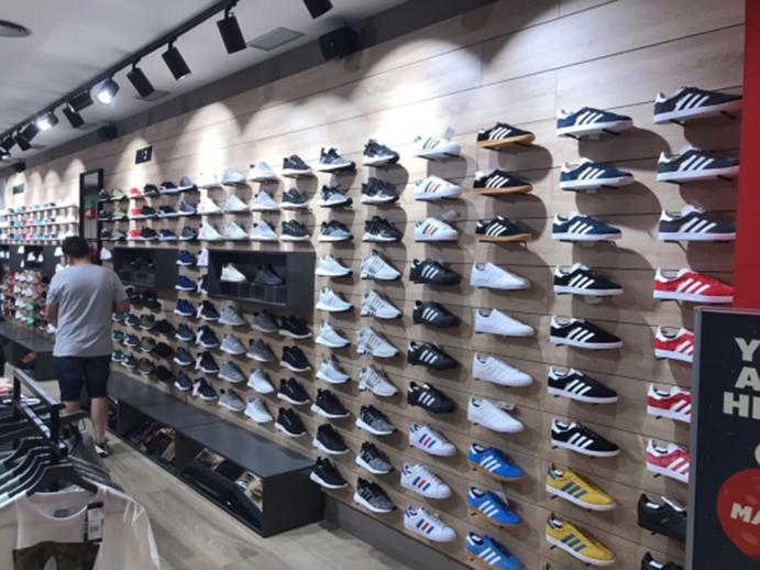 Foot on Mars alcanza los 27 sneakers stores tras abrir en Castellón