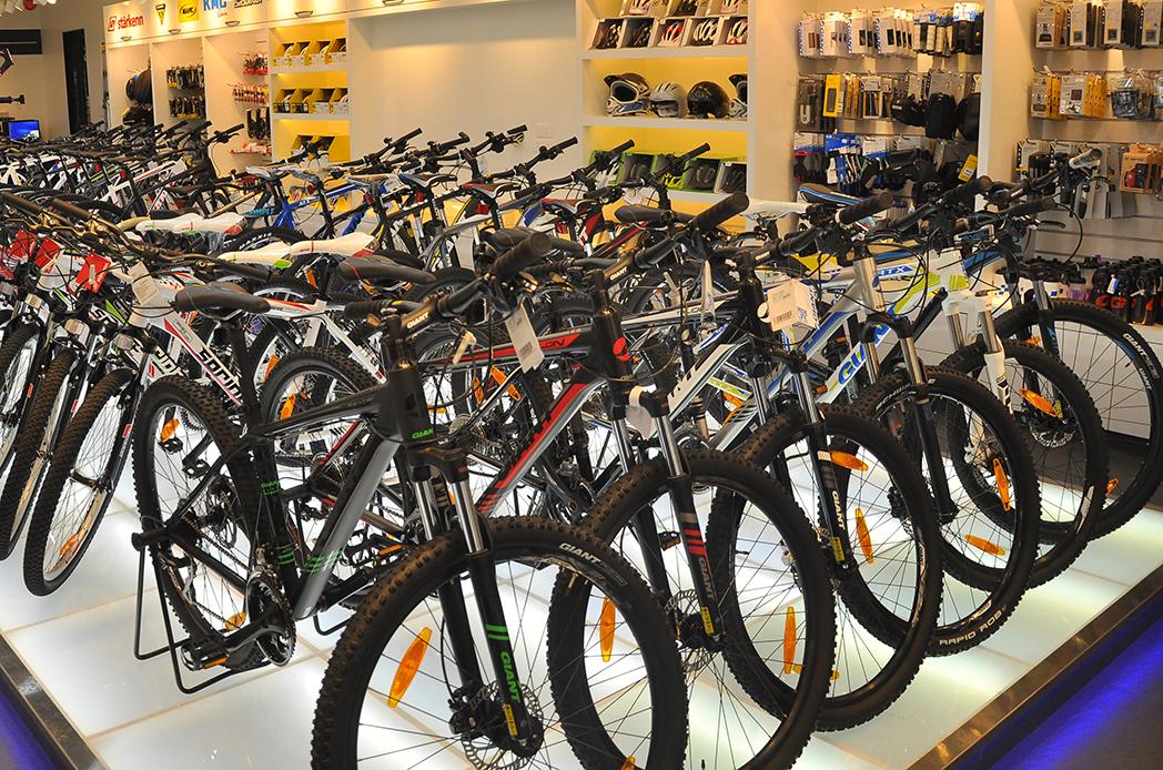 Desiguales efectos de la inestabilidad política sobre las tiendas de ciclismo catalanas