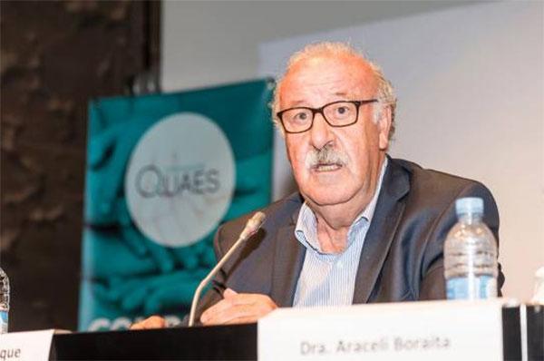 """Del Bosque alerta de la """"necesidad de buenas prácticas en deporte"""" para combatir la muerte súbita"""