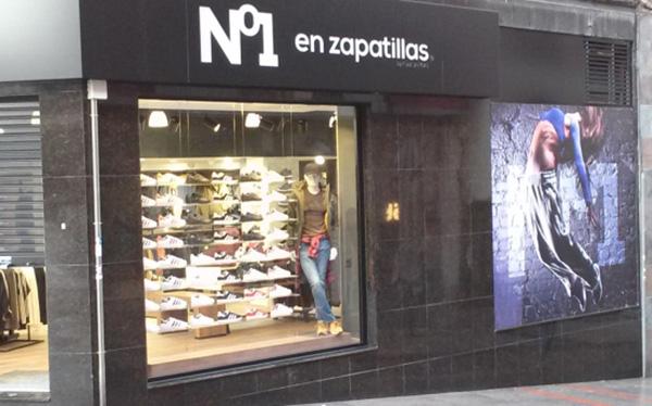 Nº1 en zapatillas sigue expandiéndose por Extremadura y Andalucía