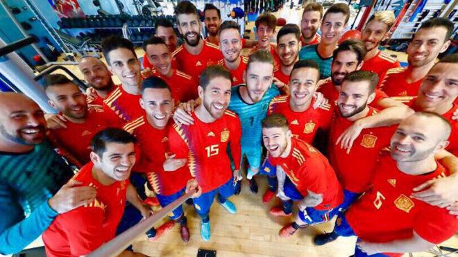 Las tiendas temen que el revuelo por la nueva camiseta de España contenga su venta