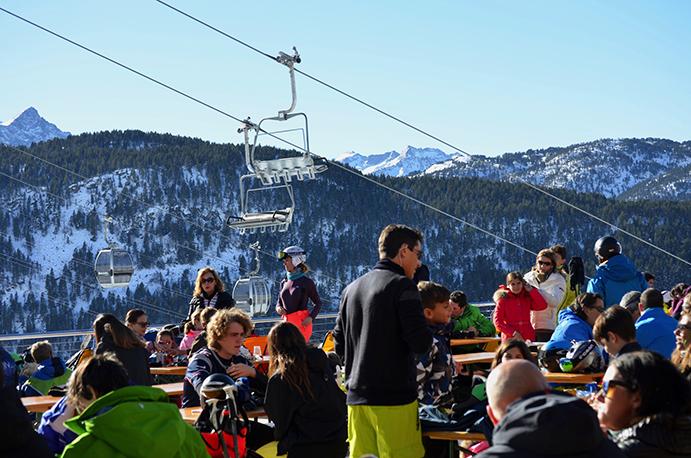 Baqueira Beret cierra el puente con 70.000 esquiadores