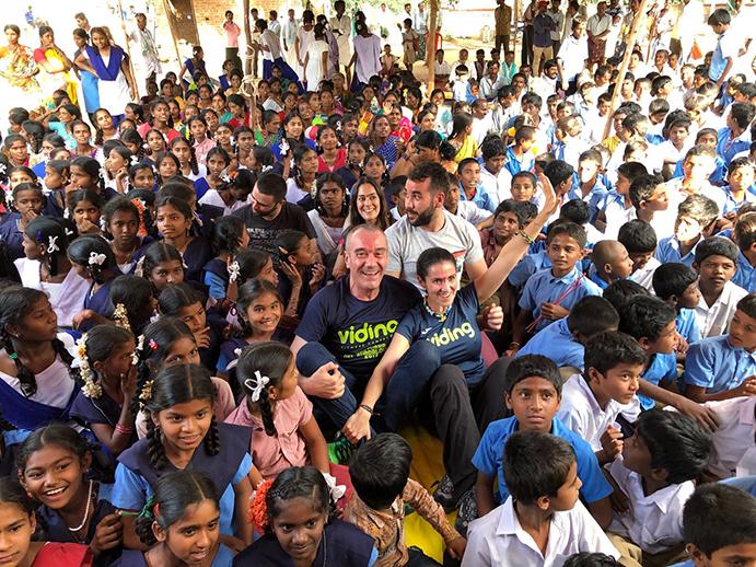 Viding Fitness Center dona 136 bicis a niñas hindúes en riesgo de exclusión