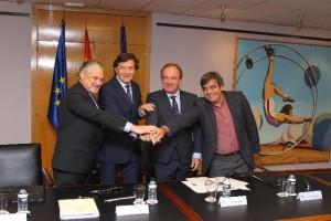 De izquierda a derecha, Felipe Casanueva (Presidente Fundación SEEDO); José Ramón Lete (Presidente del CSD); Jose Javier Castrodeza (Secretario General de Sanidad y Consumo); Francisco Tinahones (Presidente de SEEDO).