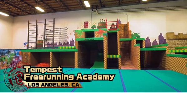 Un gimnasio transforma su interior en los decorados de un popular videojuego
