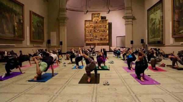 Yoga y arte se unen en los museos