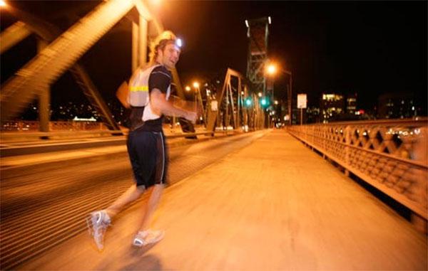 Los consejos de la Guardia Civil para correr de noche