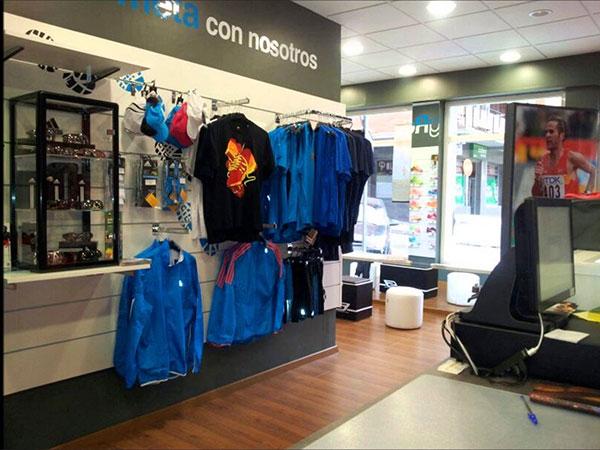 Julio Rey cierra su tienda de running para dedicarse a la fisioterapia